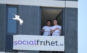 Pressbild social frihet balkong